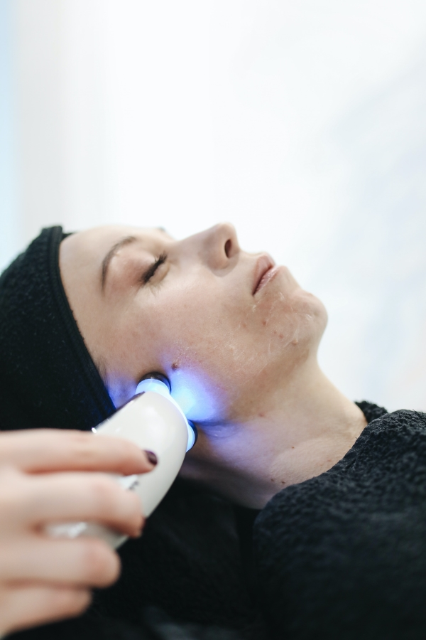 what is broadband light therapy
